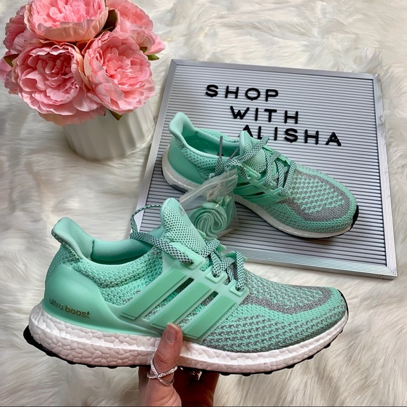 cheap for discount 3bd42 24b27 NWB Adidas Ultraboost Lady Liberty 2.0's NWT
